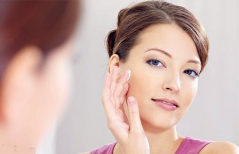 4 cách chăm sóc da mặt bị mụn an toàn và hiệu quả