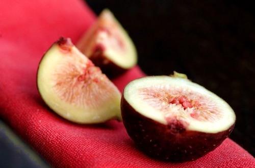 Loại bỏ mụn cóc bằng trái sung tươi